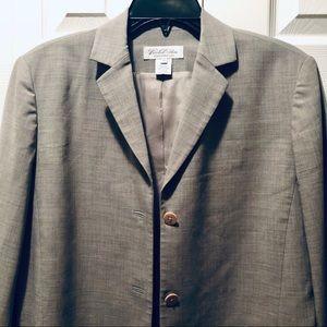 BROOKS BROTHERS elegant blazer w/ front pockets.